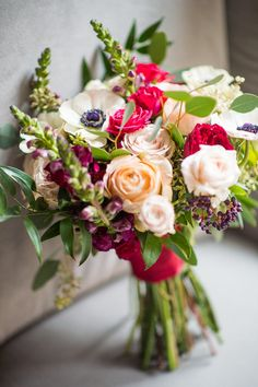 peach, white, and red wedding #bouquet @weddingchicks