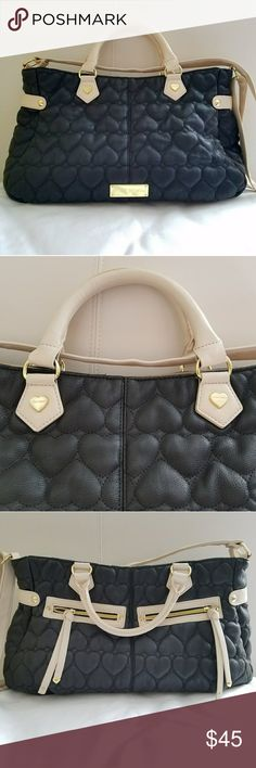 BETSEY JOHNSON BAG Betsey Johnson bag in perfect conditions like new check the pics Betsey Johnson Bags Totes