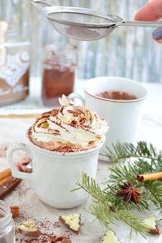 Cacao caldă - un miracol într-o ceaşcă Eat Me Drink Me, Cacao, Frappe, Milkshake, Pudding, Drinks, Cooking, Desserts, Recipes