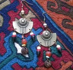 Boucles d'oreilles en bronze - perles artisanales en pâte de verre - coco - ivoire ancien : Boucles d'oreille par caprices-et-compagnie Ivoire, Crochet Earrings, Creations, Bronze, Drop Earrings, Etsy, Jewelry, Style, Ears