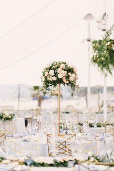 Classic white and gold wedding centerpiece: Photography: Jana Williams - http://jana-williams.com/