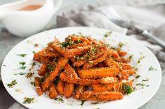 Parmezános sült sárgarépa – Angelit kristály Oven Roasted Carrots, Cooked Carrots, Roasted Vegetables, Veggies, Sweet Carrot, Savory Herb, Carrot Salad, Salad Ingredients, Easy Meals