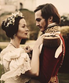 Rupert Friend and Emily Blunt ad Victoria and Albert in The Young Victoria The Young Victoria, Victoria And Albert, Reine Victoria, Queen Victoria, Period Costumes, Movie Costumes, Beautiful Film, Beautiful People, Beautiful Boys