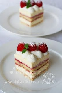 dailydelicious: President: Cream cheese mousse cake with a layer of raspberry sauce, you will serve it with pride! Creme Fraiche, Cake Cookies, Cupcake Cakes, Cupcakes, Fun Desserts, Dessert Recipes, Raspberry Sauce, Different Cakes, Brownie Cake