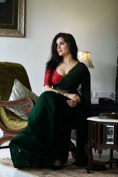 Archanna Guptaa hot saree stills. Indian Model and Actress Archanna Guptaa hot cleavage stills in green saree and red blouse. Beautiful Girl Indian, Most Beautiful Indian Actress, Beautiful Saree, Beautiful Women, Hey Gorgeous, Glam Photoshoot, Saree Photoshoot, Actress Hot Photoshoot, Indian Photoshoot