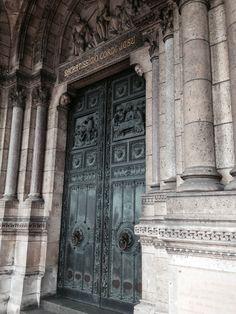 Porta da Basilica Sacre Coeur - Paris - Foto: Arquiteta Cláudia F. Ferreira