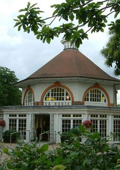 Pavilion Tea House, Greenwich Park, London Air dried ham pizza Baked potato, various Salmon fishcakes, side garnish, tartar sauce Banana cake  We are open daily, except Christmas Day, from 9.00am till 4.00pm during the winter months and 9.00 till 6.00 during the summer months.