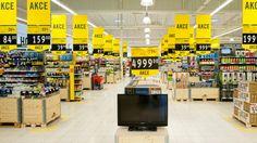 Projeto de comunicação visual para o Supermercado Albert na República Tcheca, desenvolvido pelo escritório de design Blink. Price Board, Supermarket Design, Shop Fittings, Retail Design, Store Design, Editorial Design, Signage, Concept, Display