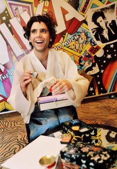 This is an old Picture but i love to see Mika with this Childish look! :))))