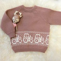 Bluum strikkegenser - Traktorgenseren i Pure Eco Baby Wool - Bluum Knitting For Kids, Baby Knitting Patterns, Crochet Patterns, Baby Barn, Eco Baby, Baby Sweaters, Kids And Parenting, Free Pattern, Knit Crochet