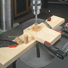 3 Fun And Easy DIY Woodworking Projects That You Can Complete This Weekend Woodworking Power Tools, Easy Woodworking Projects, Woodworking Techniques, Woodworking Jigs, Wood Projects, Carpentry, Woodworking Outdoor Furniture, Grizzly Woodworking, Drill Press Table