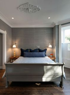 Vivacious Vintage Interior of Suburban Minimalist House: Mesmerizing Bedroom Design In Lincoln Park With White Bed Linen Blue Pillows And Tw...