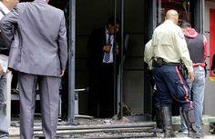 Así fue la situación de los rehenes en el banco de Venezuela de Bello Monte en Caracas (9 Fotos)
