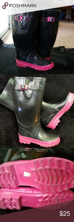 Marc Jacobs Women's Hot pink Rain Boot, 37 EU *ALL ITEMS ARE PRE-OWNED AND ARE SOLD AS IS STATED. As Shown In Photos, PLEASE Inspect All Photos Carefully, and Ask All Questions Prior To Order , Additional Photos Are Always Available Upon Request. Mark Jacobs Shoes Winter & Rain Boots