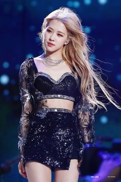 Your source of news on YG's current biggest girl group, BLACKPINK! Please do not edit or remove the logo of any fantakens posted here. Stage Outfits, Kpop Outfits, Kim Jennie, Coachella, 1 Rose, Blackpink Fashion, Blackpink Jisoo, Models, K Pop