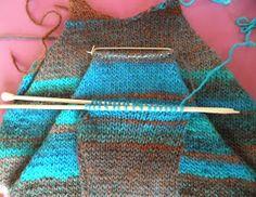 ARTES-ANAS: MANGA RAGLÁN PARA NUESTRO JERSEY CON CREMALLERA Manga Raglan, Toy 2, Knitting Patterns, Arrow Necklace, Crochet, Fashion Design, Crochet Baby Clothes, Knit Jacket, Made By Hands