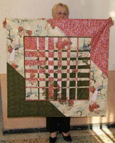 Nouveau quilt convergence en cours de finition : : un détail du quilting en cours, Solange a décidé d'entourer chaque détail (paon, arbre, fleur) de ses petits points, quelle patience ...