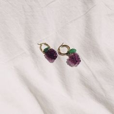 Discover recipes, home ideas, style inspiration and other ideas to try. Weird Jewelry, Cute Jewelry, Beaded Jewelry, Jewelry Box, Jewelery, Jewelry Accessories, Fashion Accessories, Bold Jewelry, Trendy Jewelry