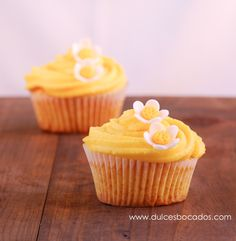 Cupcakes de maracuya y coco - The best passion fruit and coconut cupcake Chocolate Chip Banana Bread, Best Chocolate, Mini Cakes, Cupcake Cakes, Cop Cake, Cupcake Recipes For Kids, Molten Cake, Coconut Cupcakes, 20 Min