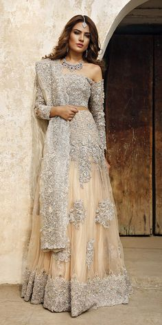 Indian fashion has changed with each passing era. The Indian fashion industry is rising by leaps and bounds, and every month one witnesses some new trend o Pakistani Bridal Dresses, Pakistani Wedding Dresses, Pakistani Outfits, Pakistani Couture, Wedding Lehnga, Indian Prom Dresses, Bridal Lenghas, Punjabi Wedding Suit, Pakistani Bridal Couture