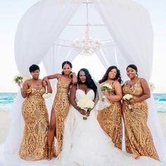Black Wedding Moment Of The Day: These Bridesmaids Are Gold Goddesses In These Gorgeous Gowns - Wedding ❤️ - Gold wedding gowns Gold Bridesmaid Dresses, Gold Bridesmaids, Black Wedding Dresses, Black Weddings, Unique Weddings, Black People Weddings, Wedding Black, Romantic Weddings, Dress Wedding