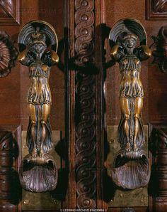 ANTIQUEVICTORIAN Ornate Bronze Door Knob Set w Matching Back