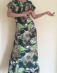 Rare Vintage 1940s Japanese Hawaiian Print Novelty Rayon Dress Eagle Green | eBay Hawaiian Muumuu, Hawaiian Print, Vintage Style, Vintage Ladies, Retro Fashion, Vintage Fashion, Vintage Hawaiian, Minimalist Wardrobe, 1940s