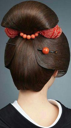 Hairstyle and nape. Japanese Beauty, Asian Beauty, Geisha Tattoo Design, Samurai, Geisha Makeup, Eye Makeup, Art Asiatique, Tim Walker, Japanese Aesthetic