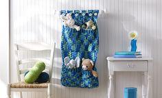Toy pocket wall hanging... Free crochet pattern!!