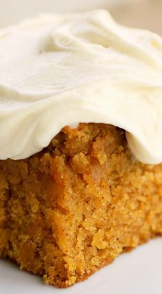 Pumpkin Bars Cake ~ Soft, moist and delightful This Pumpkin Cake is full of spice, incredibly moist and topped with a luscious cream cheese frosting. Pumpkin Cake Recipes, Pumpkin Dessert, Pumpkin Bread, Vegan Pumpkin, Easy Pumpkin Cake, Pumkin Cake, Healthy Pumpkin Bars, Pumpkin Sheet Cake, Pumpkin Pie Bars