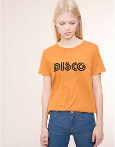 Pull&Bear - mujer - camisetas y tops - camiseta print estilo retro - mostaza - 09242320-I2015