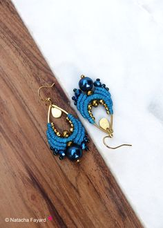 Boho chic style for those macrame woven earrings, made of polyester thread and hematite (gemstone). Designed and hand made in France, french designer jewelry. Sent with a hand made fabric jacket. Perfect for a gift. For your gift, I can add a wish card, with few words from you. Please