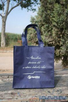 Bolsapubli produce las mejores bolsas de tela para tiendas y empresas a un precio económico y ofreciendo un excelente servicio de entrega urgente.
