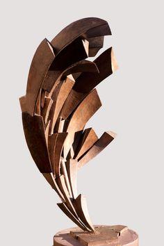 CLAUDE MERCIER – PARABOLE « Parabole » de Claude Mercier acier (steel) 1960 205 x 105 x 65 cm sur socle (on base)