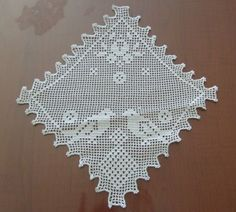 muhabbet kuşları desenli dantel mutfak peçetesi modeli Crochet Doily Diagram, Filet Crochet, Crochet Doilies, Crochet Pillow, Crochet Projects, Lace Shorts, Projects To Try, Birds, Fashion