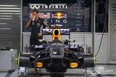 RB9 is prepared in the pits (Sepang 2013)