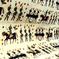 Kain batik dari akhir abad ke-19 yang mengisahkan pasukan gerak cepat serdadu Hindia Belanda Timur dalam Perang Jawa (1825-1830). Koleksi H. Santosa Doellah, Museum Batik Danar Hadi, Surakarta.  Foto oleh: Mahandis Yoanata Thamrin  #HariBatikNasional
