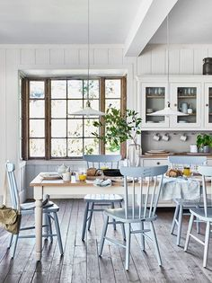 Flooring for Kitchen and Dining Room. Flooring for Kitchen and Dining Room. Farmhouse Style Open Layout with Kitchen Dining Room and Kitchen Extension Open Plan, Open Plan Kitchen, Kitchen Dining, Kitchen Decor, Kitchen Ideas, Extension Ideas, Dining Table, Kitchen Units, Dining Area