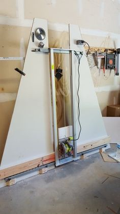Vertical Panel Saw Woodworking Workbench, Woodworking Workshop, Woodworking Projects Diy, Diy Wood Projects, Woodworking Shop, Serra Circular, Plywood Storage, Panel Saw, Diy Table Saw