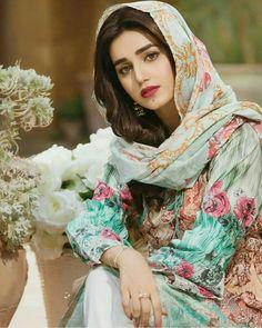 Outstanding Collection Of Pakistani celebs Iranian Beauty, Muslim Beauty, Beautiful Muslim Women, Beautiful Girl Image, Beautiful Hijab Girl, Persian Beauties, Persian Girls, Iranian Women Fashion, Pakistani Girl