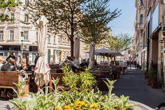 Go West durch Neubau (c) STADTBEKANNT - Das Wiener Online Magazin Heart Of Europe, Vienna Austria, Street View, Travel, New Construction, Stars, City, Voyage, Viajes