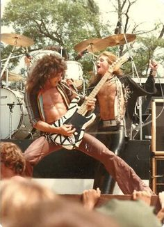 Eddie Van Halen, Alex Van Halen, Vintage Les Paul, Famous Guitars, Old School Music, Rock Of Ages, Rock Legends, Concert Posters, Music Is Life