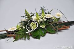 1 million+ Stunning Free Images to Use Anywhere Flower Arrangement Designs, Church Flower Arrangements, Silk Floral Arrangements, Beautiful Flower Arrangements, Floral Centerpieces, Grave Decorations, Flower Decorations, Christmas Decorations, Natal Natural