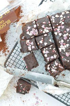 Een van de eenvoudigste recepten van brownies maken met cacaopoeder in plaats van chocolade. Een lekker snel en makkelijk recept van Donny Hay. Brownies a la Donna Hay Blondie Brownies, High Tea, Blondies, Tea Time, Food Porn, Cupcakes, Candy, Snacks, Chocolate