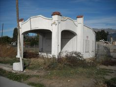 service station along Route Rancho Cucamonga, CA. This was still there before we moved to AZ in 1994 Old Route 66, Route 66 Road Trip, Historic Route 66, Old Buildings, Abandoned Buildings, Abandoned Places, California History, Southern California, Old Gas Stations