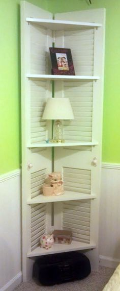 Corner Shelf from Repurposed Closet Doors.Corner Shelf from Repurposed Closet Doors. Furniture Projects, Home Projects, Diy Furniture, Bathroom Furniture, Old Shutters, House Shutters, Plastic Shutters, Diy Casa, Corner Shelves