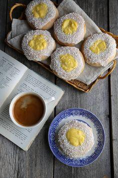 Raske skoleboller - Marias Salt & Søtt Vanilla Custard, Cuppa Tea, Dessert Recipes, Desserts, Tray Bakes, Food For Thought, Food Styling, Food Inspiration, Yummy Treats