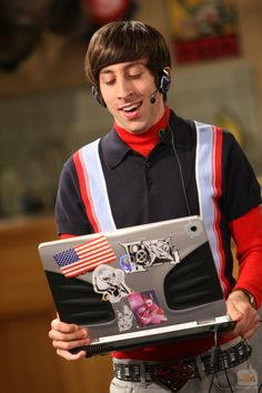 http://www.moviesandtvhistoryguy.com/cast_of_big_bang_theory.htm  Simon Helberg as Howard Wolowitz