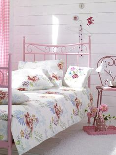 Vintage Shabby Pink! I love this for Ariana's room!