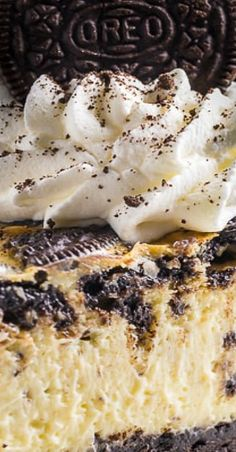 This ULTRA thick rich and creamy New York-Style Oreo Cheesecake is so satisfying and surprisingly simple to bake! Köstliche Desserts, Delicious Desserts, Dessert Recipes, Yummy Food, Health Desserts, Oreo Cheesecake Recipes, Homemade Cheesecake, Oreo Cheesecake Cupcakes, Oreo Cake